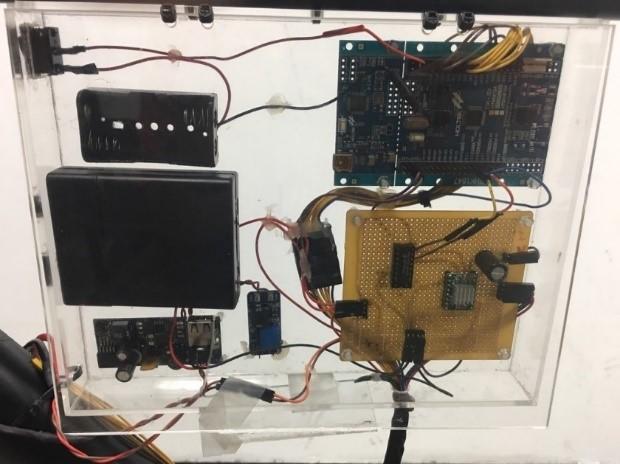 硬体电路 图6为自动变速控制自行车控制电路图,分别包含主控制器,lcm
