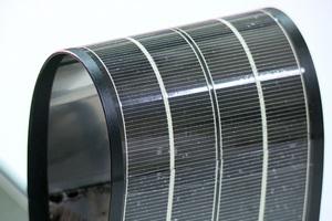 薄膜型太陽電池具備可撓曲、可折疊等特性,適用範圍更為廣泛。
