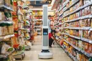 英特爾跨足智慧零售業挑戰亞馬遜。圖為英特爾與業者開發出的Tally機器人,未來有望在零售店內代替人工進行貨品檢查與巡視。