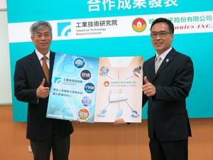 左為工研院電子與光電系統研究所副所長高明哲,右為映興電子董事長賴柄源。