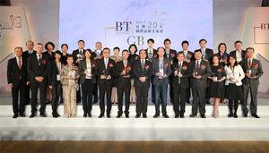 經濟部工業局局長呂正華、Interbrand亞太區CEO Stuart Green與2017台灣20大國際品牌代表合影