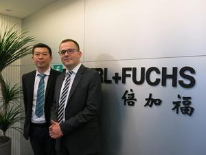 台灣倍加福工廠自動化總經理王昆侖(右)和業務經理楊智凱(左)指出,倍加福旗下的產品線完整,可提供客戶一站購足的服務。