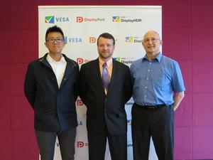 瑞昱多媒體事業處技術經理林孝蒲(左)、VESA合規計畫經理Jim Choate(中)、戴爾顯示器觸控系統架構師Pavel Olchovik(右)